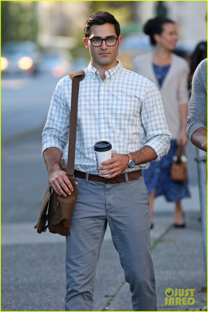 tyler-hoechlin-clark-kent-on-supergirl-set-06