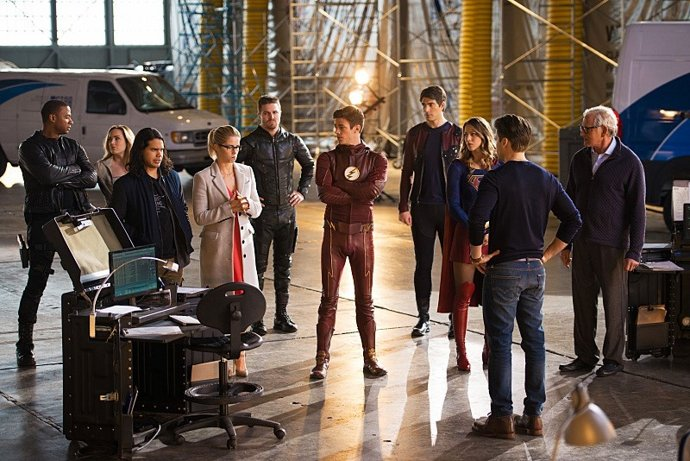 news-00102861-the-cw-superhero-crossover-event-invasion-photo-01